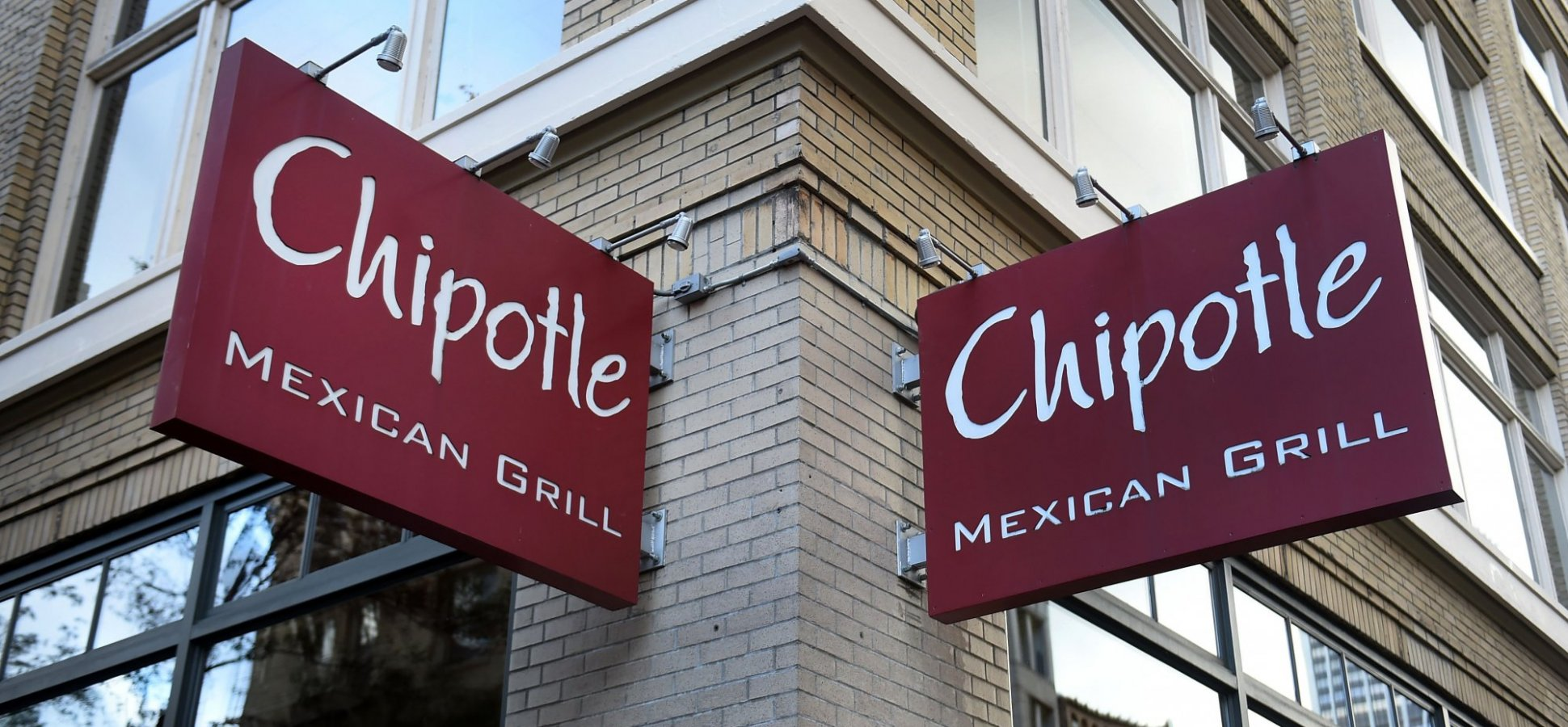 Chipotle Fired This 'Valued Employee' and Offered Her $1,000