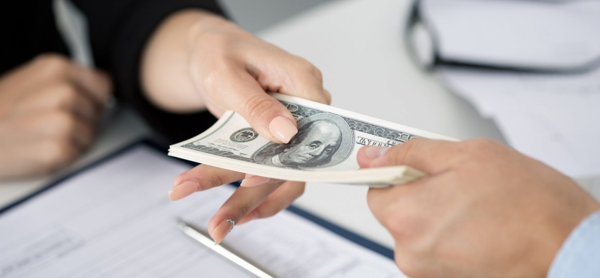 Should You Pay Your Sales People Commission or Salary