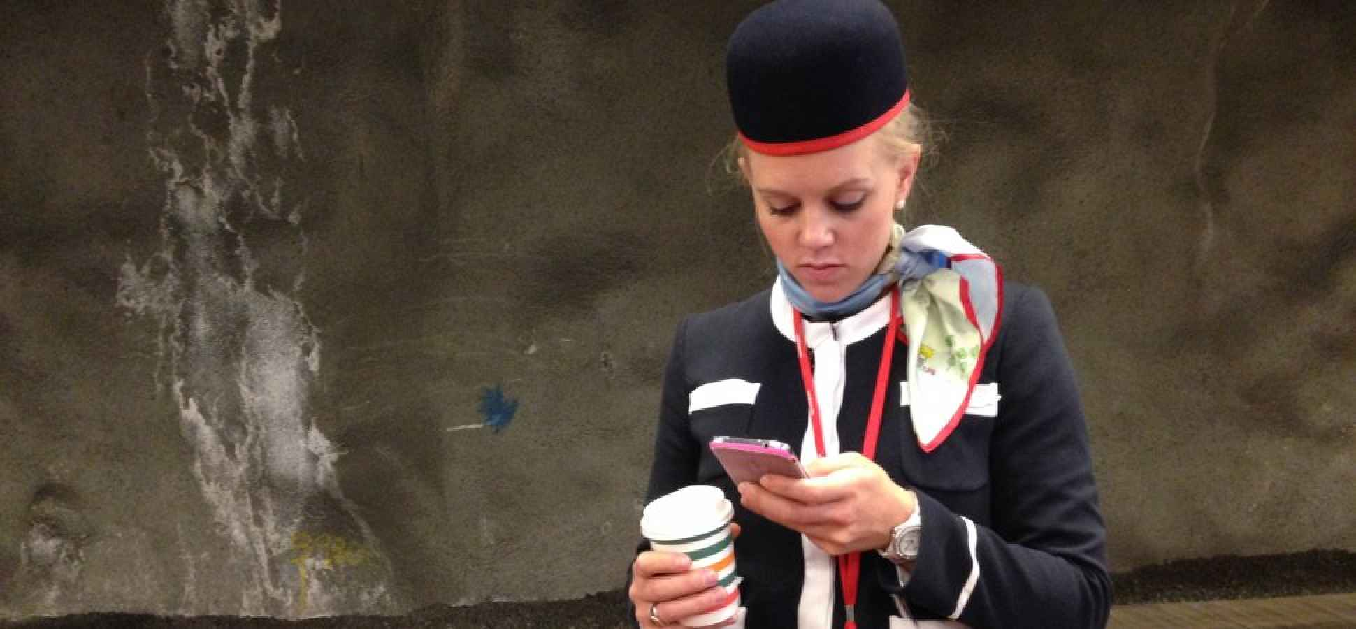 Why United Is Giving Every Flight Attendant a New iPhone 6