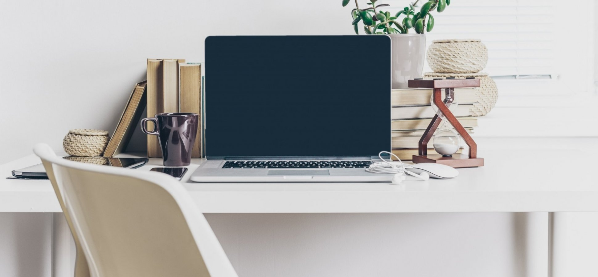 8 Gadgets Every Remote Worker Needs for the Perfect Home Office Tech Setup