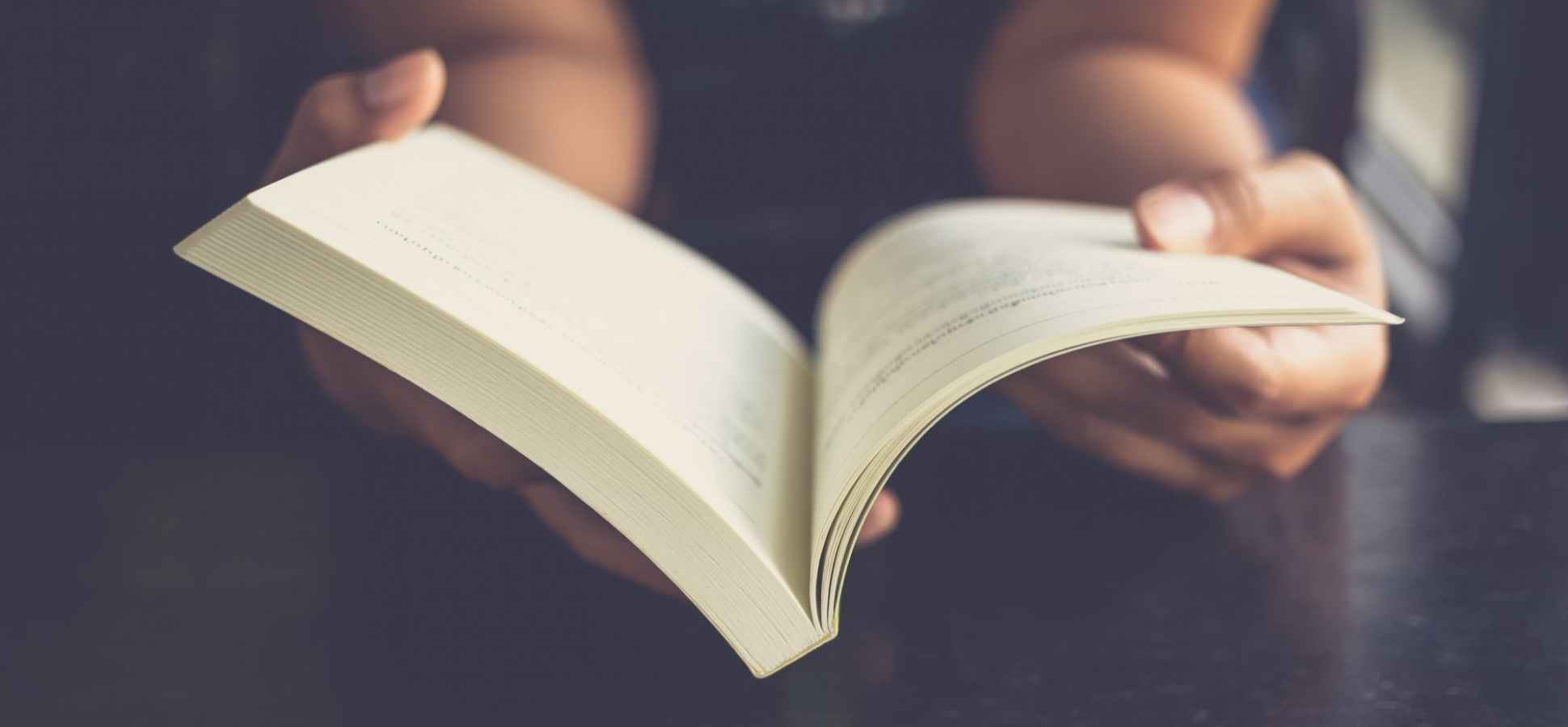 The Science of Why You Should (Sometimes) Ditch Your E-Reader for Old-Fashioned Books