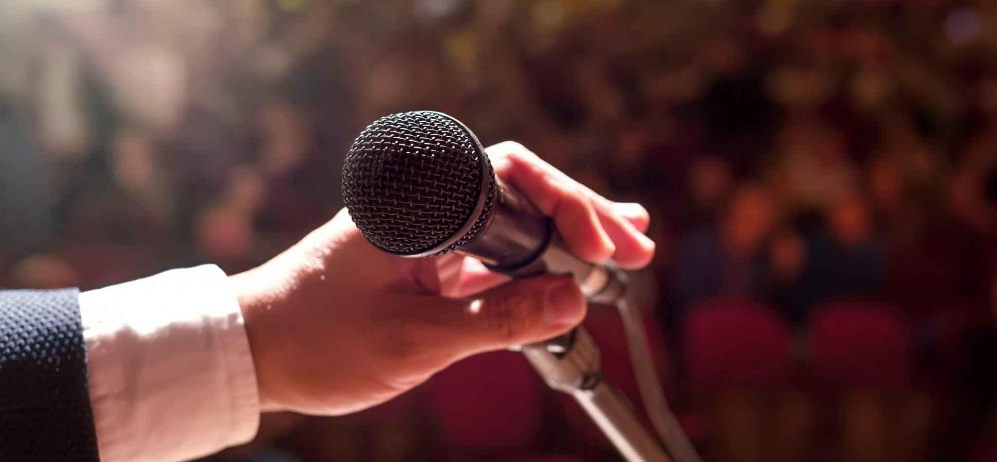 4 Crowd-Winning Tricks That Make Any Speech Memorable
