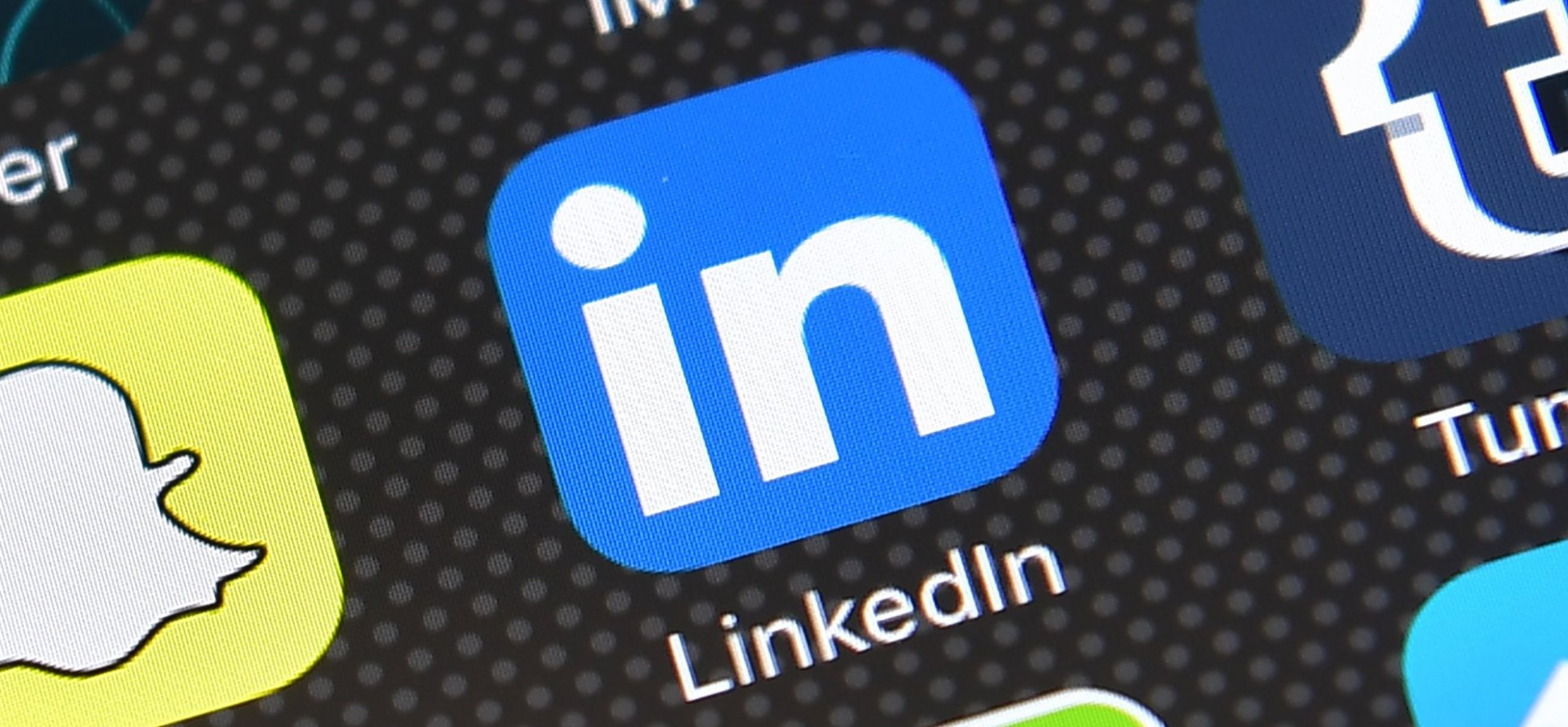 4 Ways to Make Your LinkedIn Profile More Visually Appealing