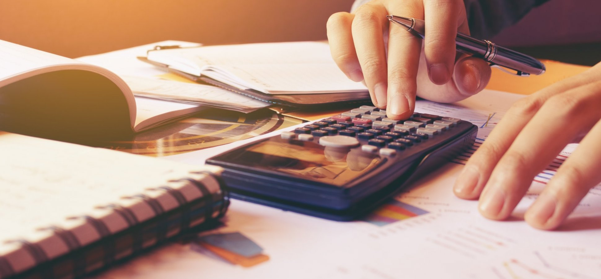How to Know if You Should Use Personal Loans or Credit Cards to Consolidate Your Debt