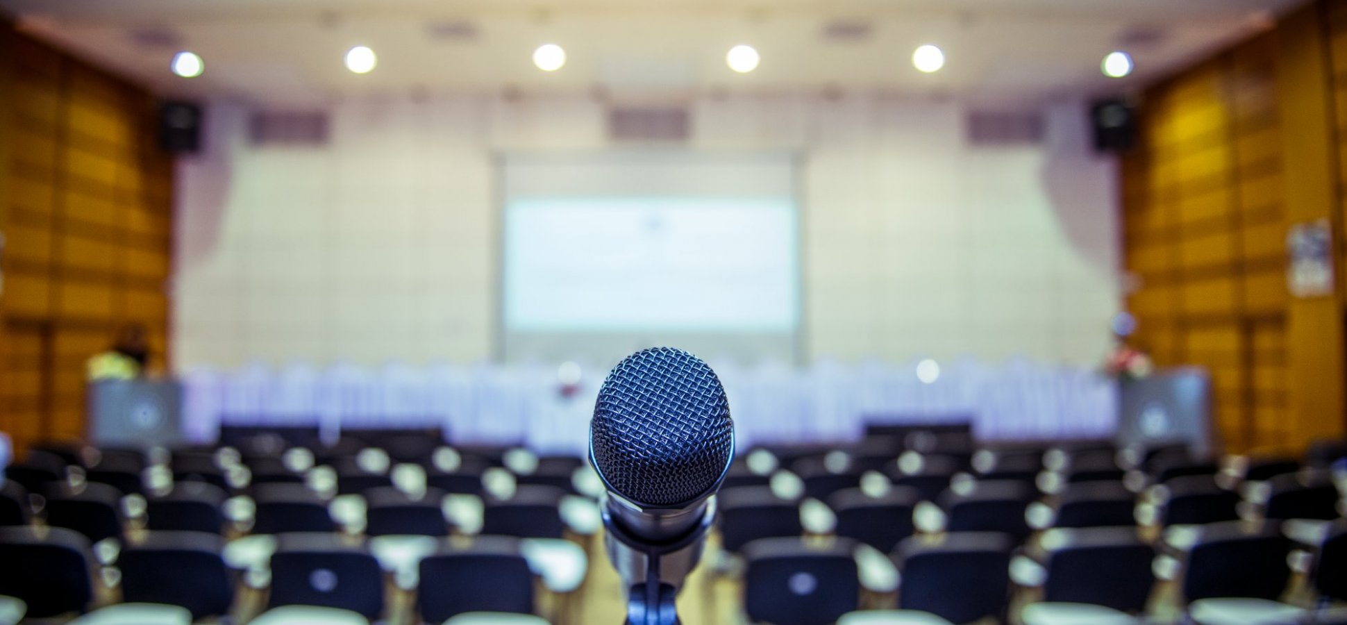 Want to Consistently Book Gigs as a Speaker? Add These 3 Things to Your Marketing