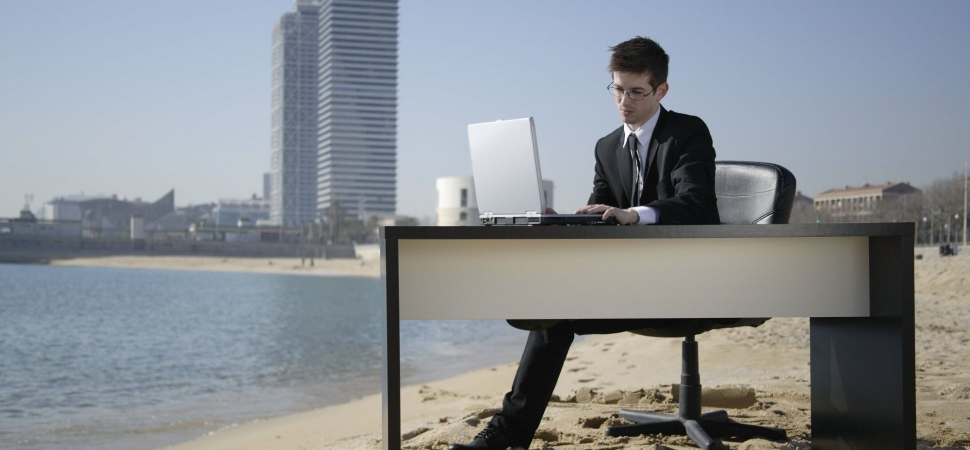 8 Ways Employers Ruin Vacations and Why They're Stupid to Do So