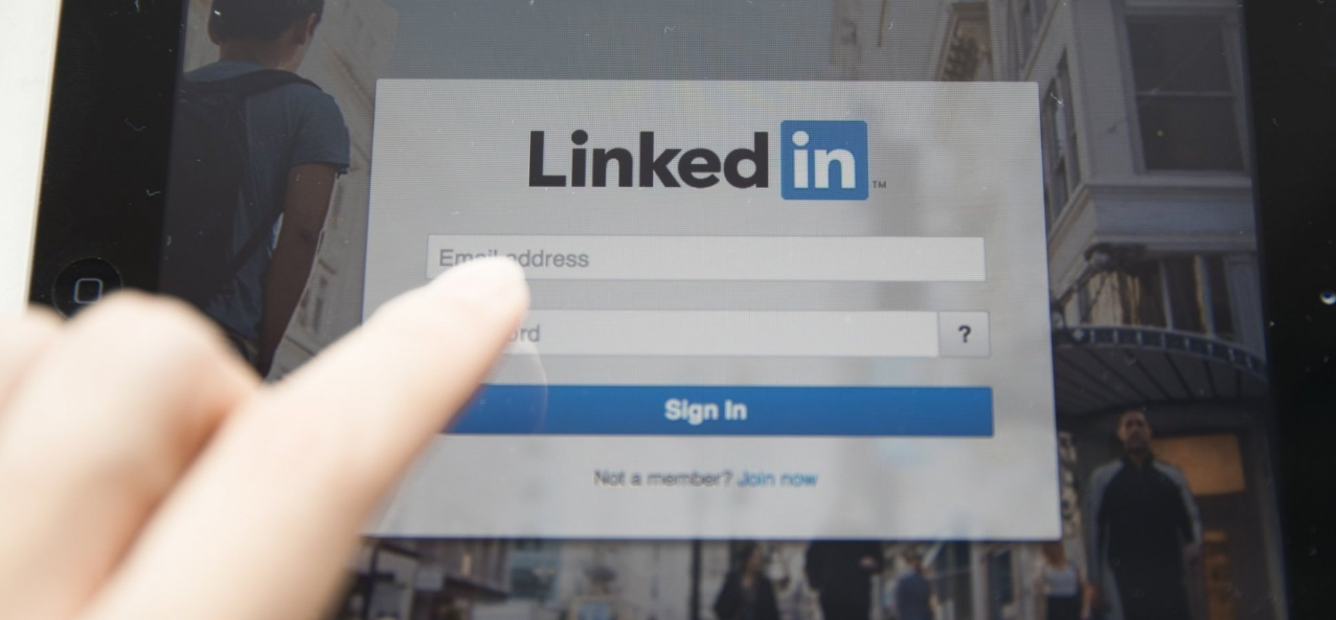 Think LinkedIn is a Waste of Time? The 1 Trick to Make It a Selling Machine