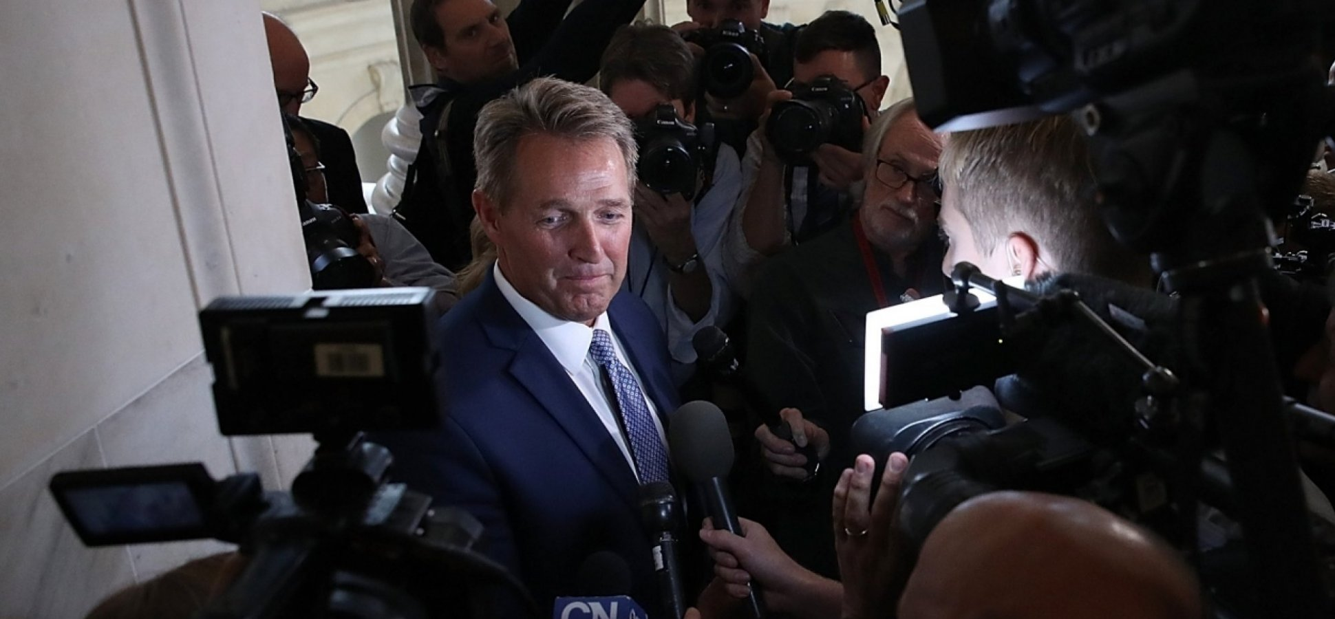 Senator Jeff Flake Used These 6 Public-Speaking Tools to Build His Headline-Grabbing Speech