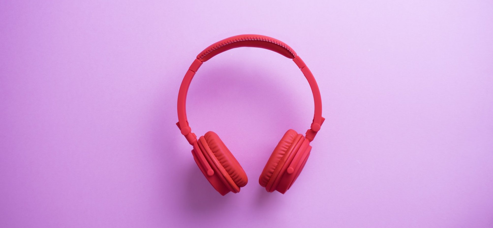5 Game-Changing Podcasts To Listen To On Your Commute