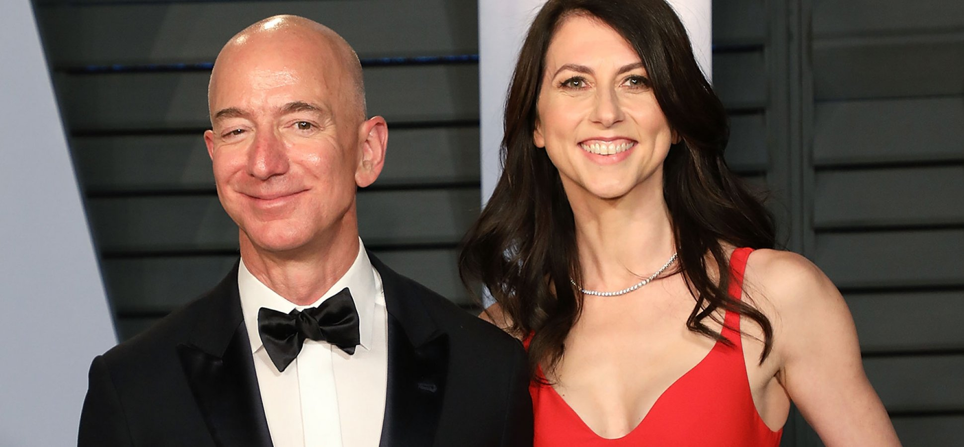 Jeff Bezos Won't Be the World's Wealthiest Person for Long Unless He Solves This 1 Big Problem
