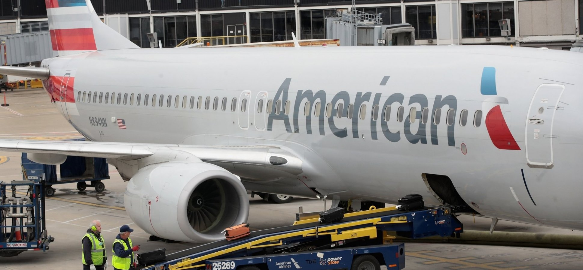 On This American Airlines Flight, an Economy Class Passenger Cried After Another Passenger Did Something Truly Incredible