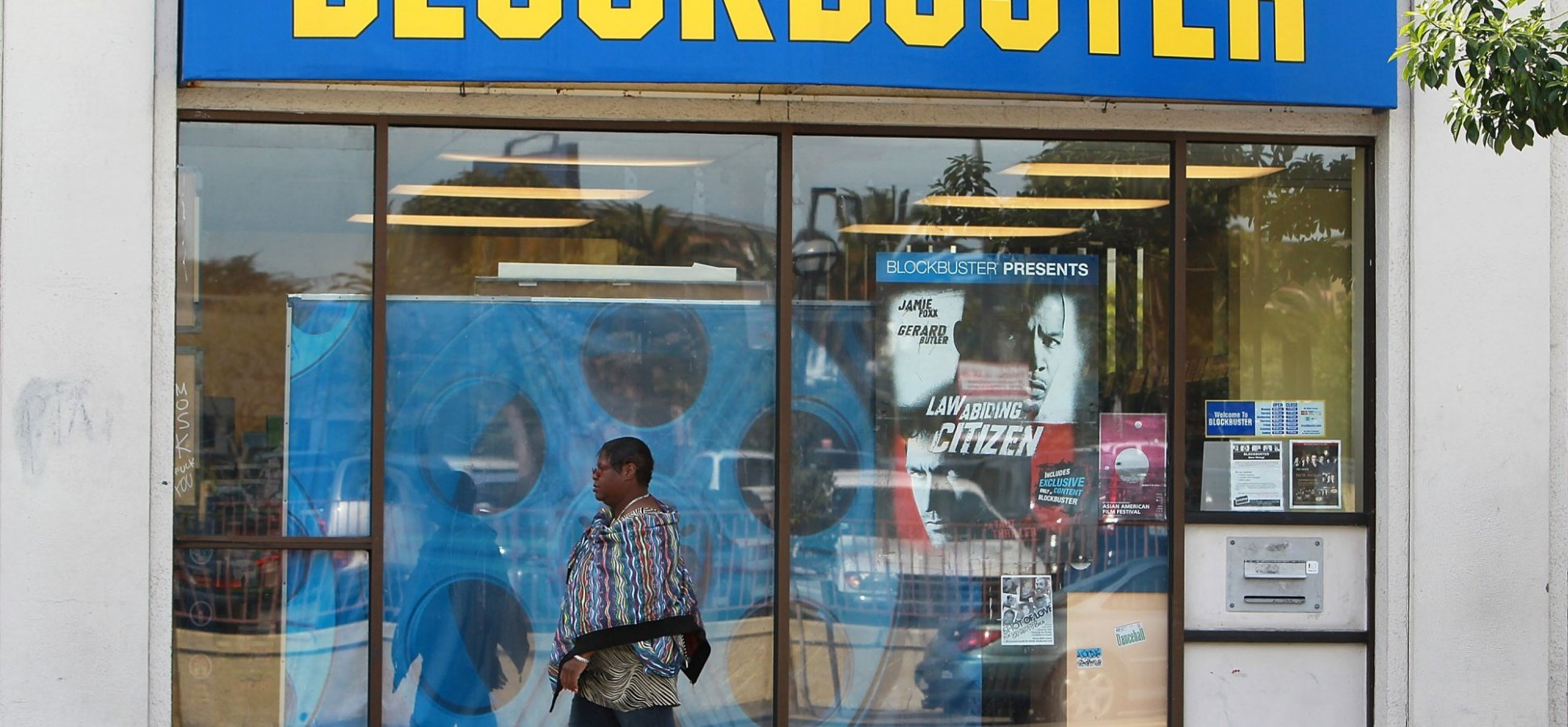Blockbuster Had A Brilliant Strategy To Beat Netflix, But Then Failed To Survive Victory