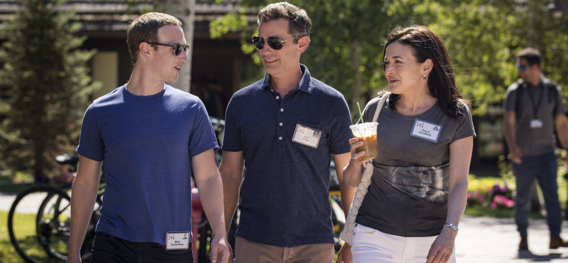 Tim Cook, Mark Zuckerberg, Sheryl Sandberg, and Other Tech Leaders Share Their Favorite Summer Reads