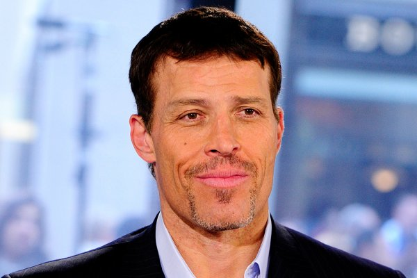 How Tony Robbins Created an Empire by Being the Most Confident Man ...