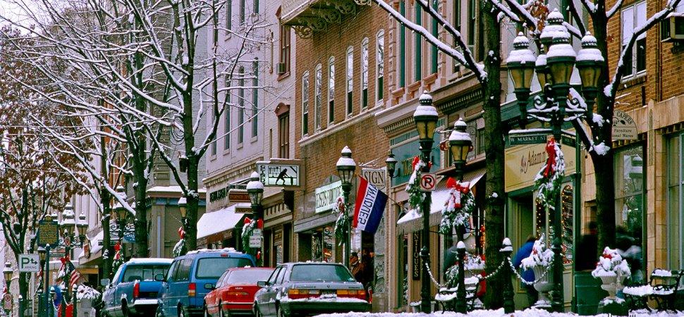 CHRISTMAS SEASON SHOPPING DISTRICT NEW YORK ORIGINAL RESIDENTS WINDOW SHOP GHOST