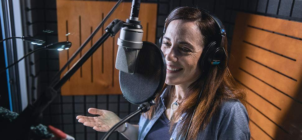 How a Professional Voiceover Actress Grew Her Passion Into a Full-Time Microbusiness image