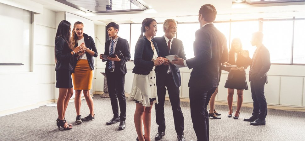3 Questions That Will Help You Build Stronger Relationships at Networking Events
