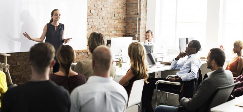 Want to Be a Great Leader? Do This 1 Thing First (Most Bosses Do the Opposite)