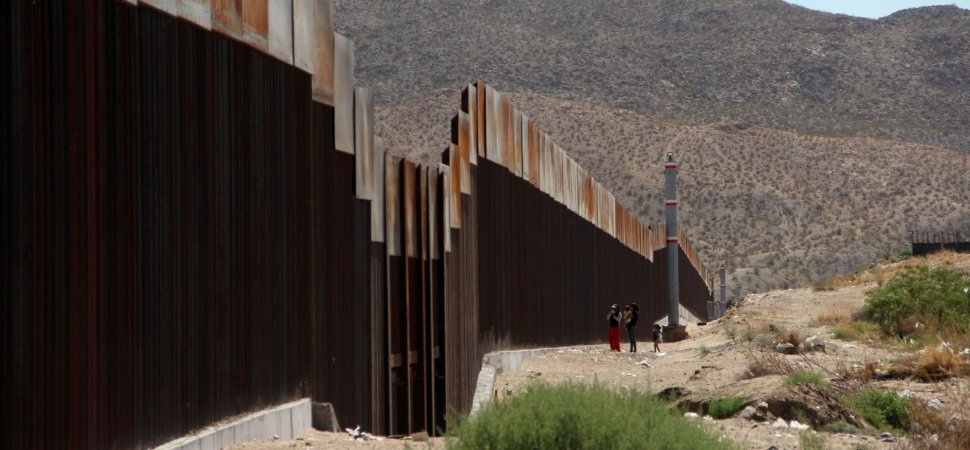 Amazing Cards Against Humanity Buys Land Along U.S. Mexico Border To Prevent  Trumpu0027s Wall | Inc.com