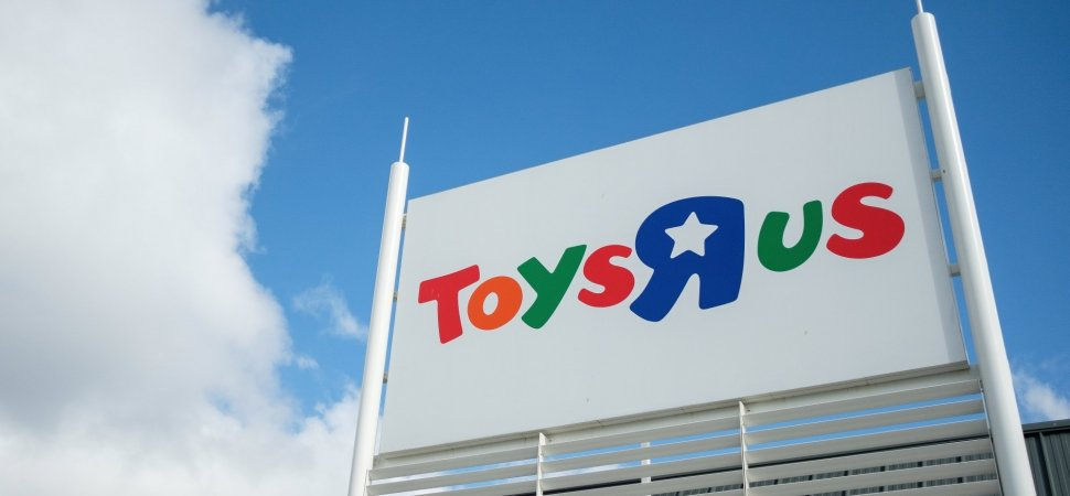 This Billionaire S Plan To Save Toys R Us Starts With An 800 Million Gofundme Campaign