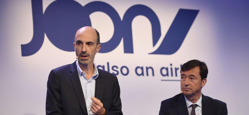 fb098fc52aafea Joon s CEO Jean-Michel Mathieu (L) speaks as Air France s General Director  Franck Terner listens on September 25
